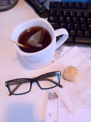 ~ Cold & Rainy Friday are less gloomy with a Apple & Cinnamon tea + Baklava. ~