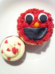 ~ Elmo Cupcakes from my nephew birthday party. To cute to eat (almost lol)... and delicious ~